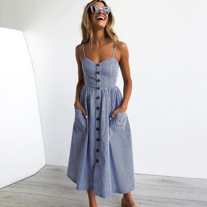 langes sommerkleid in weiß und blau, kleid in a linie mit großen knöpfen, coole outfits damen, sonnenbrille