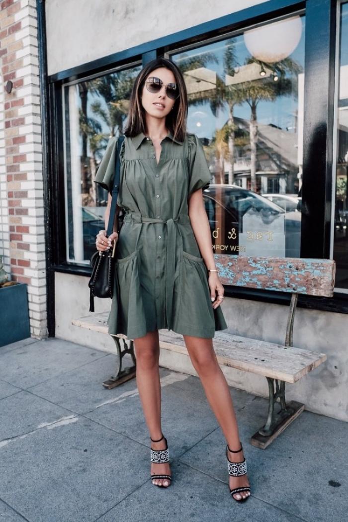 schuhe in schwarz und weiß, grünes kleid mit gürtel und kurzen ärmeln, coole outfits damen, sommermode