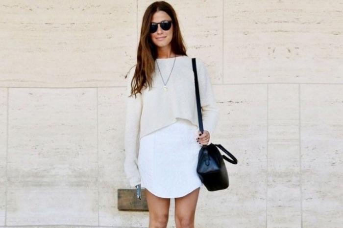 weißes kleid, weite bluse, damenmode komplette outfits, schwarze tasche, sommermode für frauen