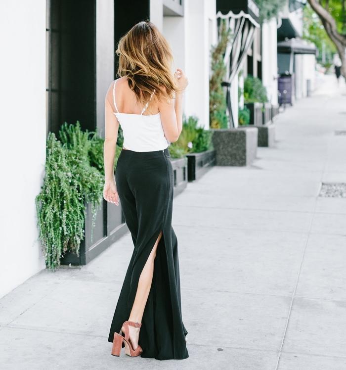 damenmode komplette outfits, weiße bluse, dunkelgrüne weite hosem high heels, blunde strähnen