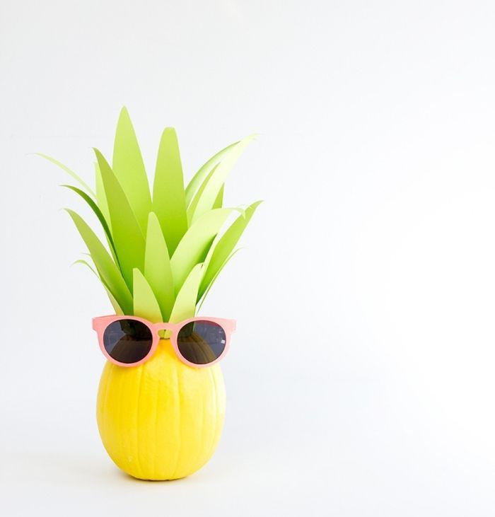 herbstdeko basteln, aus kürbis, papier und farben einen ananas als deko selber machen, lustige dekorationen