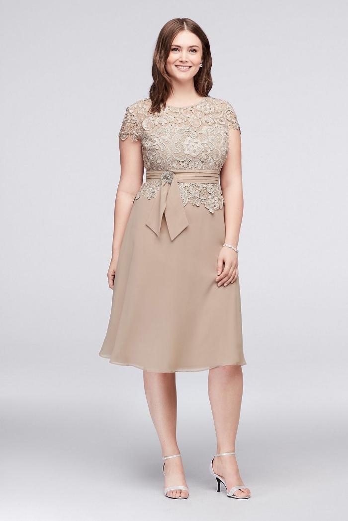 festliche kleider große größen, beige kleid mit spitze und gürtel, a linie, hochzeitsgast ideen