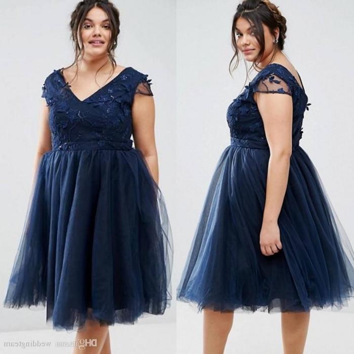 knielanges kleid in dunkelblau, rock aus tüll, festliche kleider große größen, abendkleid in boho stil