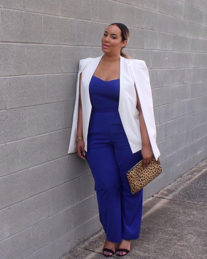blaue hemdhose mit herzförmiger dekoltee, festliche mode für mollige damen, weißer blazer