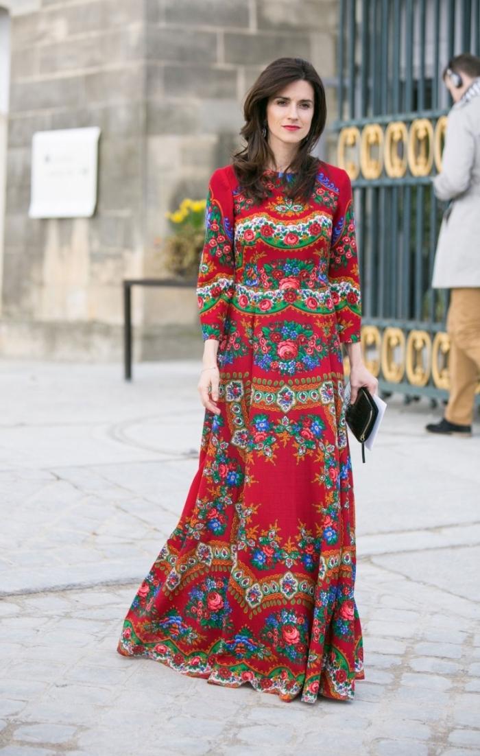 frauen outfits, langer roter sommerkleid mit ehtnischen motiven, kleid mit langen ärmeln