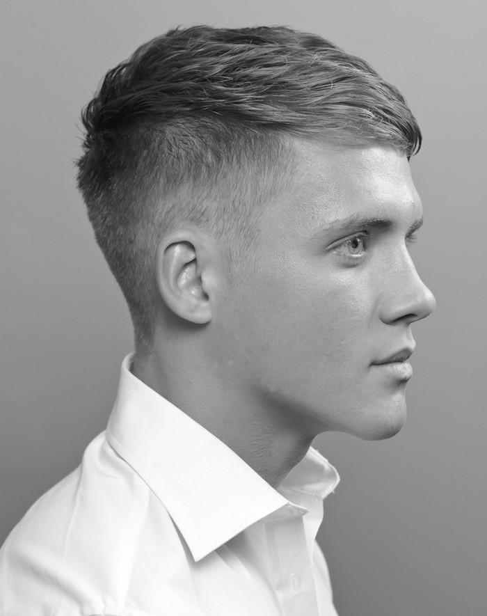 undercut mit übergang, schwarz weißes foto, moderner style eleganter mann mit weißem hemd