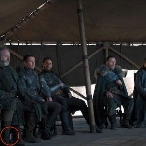 Game of Thrones - beim Staffelfinale ist jetzt eine Plastikwasserflasche zu sehen...