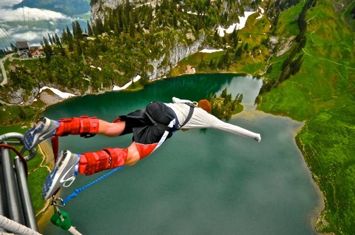 Schenken Sie ein unvergessliches Erlebnis, Gutschein für Bungee Jumping