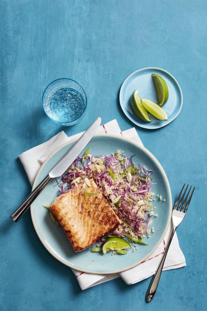 glutenfrei kochen, lachs mit honig und salat mit quinoa, stpckchen limette, gebackter fisch