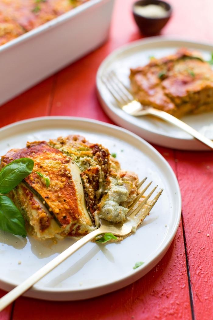 glutenfrei kochen, vegan lasagna mit ricotta käse, gesunde rezepte, abendessen ideen, weißer teller