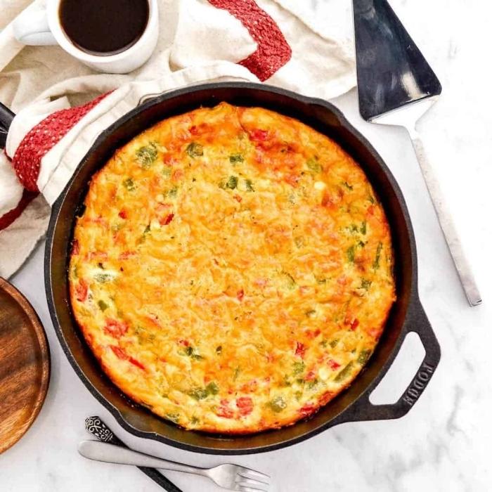 mittagessen ideen ohne gluten, glutenfreie gerichte, quiche mit eiern, paprika und gemüse