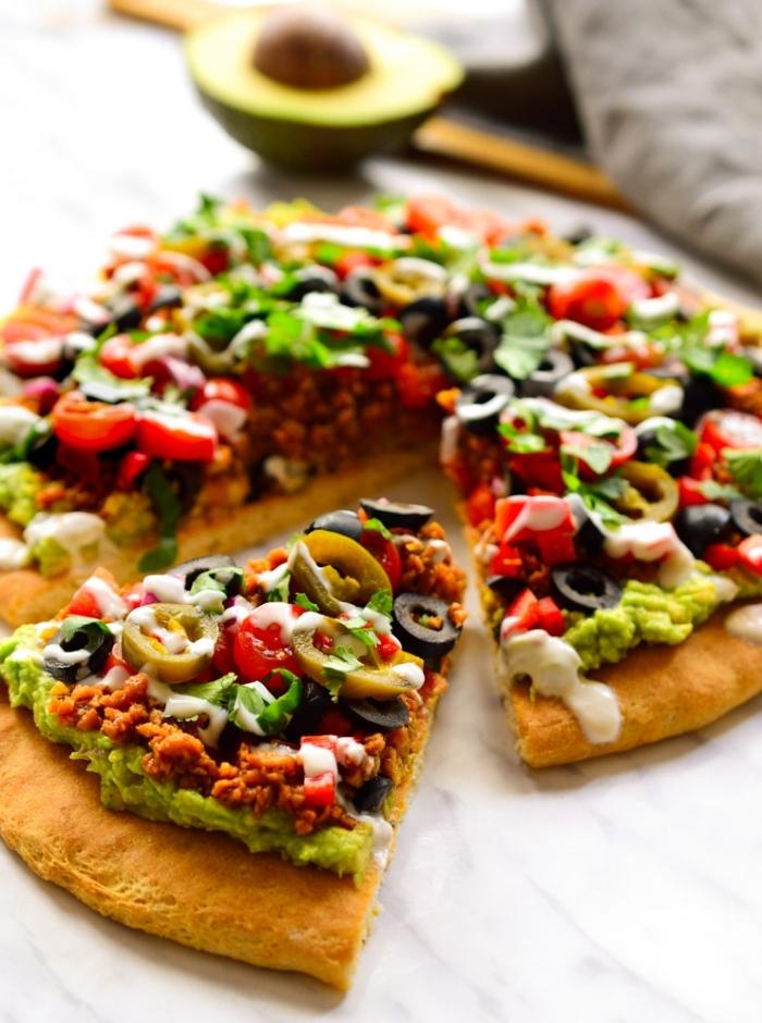 glutenfreie rezepte einfach und schnell, pizza ohne gluten zubereiten, vegan pizza mit gemüse