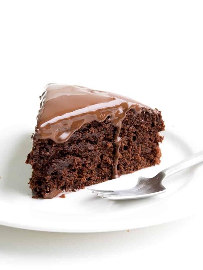 gesunde rezepte, nachtisch mit schokolade, schokokuchen mit schokoladenglasur, glutenfreier veganer kuchen