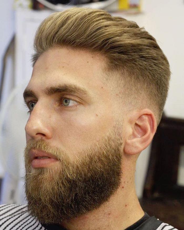 männerfrisuren 2019, blonder mann, bart ideen, haare und mustache, blonder haarstyle färben