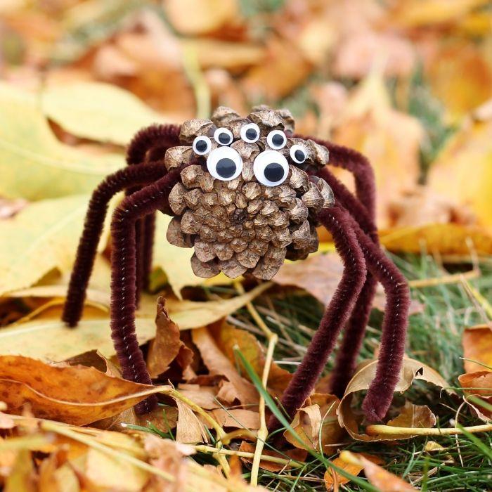 herbstdekoration, kreative idee in stil halloween, eine spinne mit vielen augen
