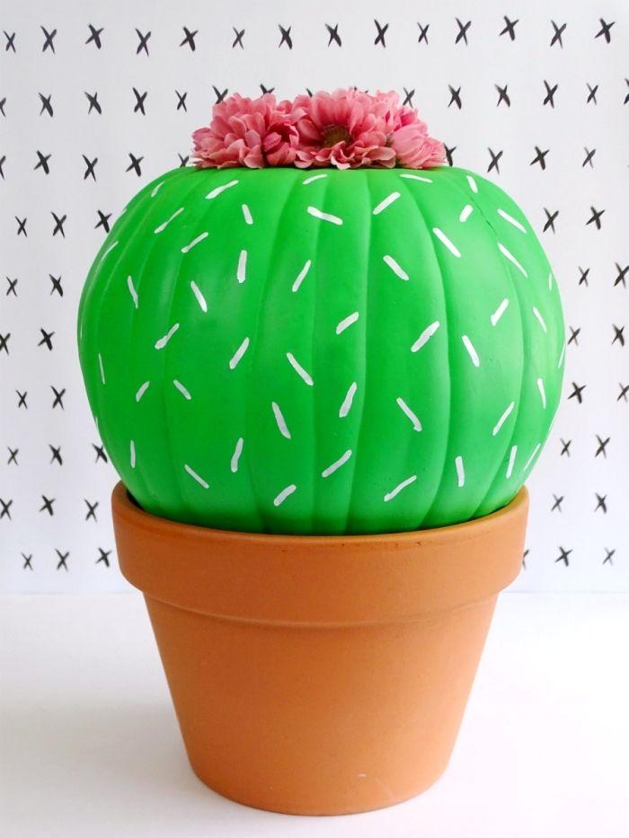 deko herbst idee für ein kürbis, das als kaktus gestaltet wird, in grüner farbe gefärbt und in topf gestellt