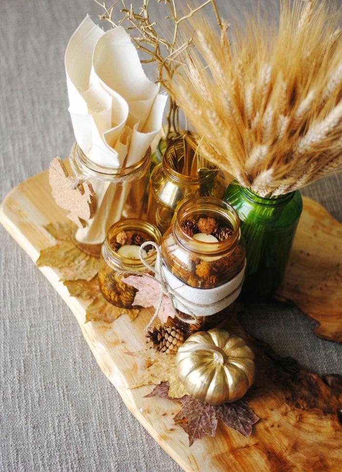 herbstdeko für draußen selber machen, bemalen, deko in natürlichen farben, goldene kürbise