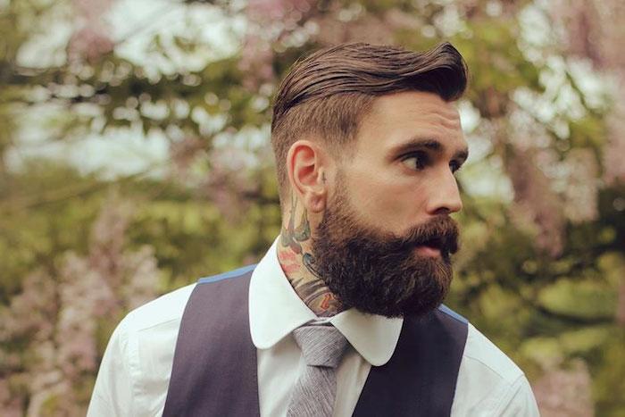 frisuren männer undercut, hipster stil bräutigam mit weißem hemd, graue krawatte, bart