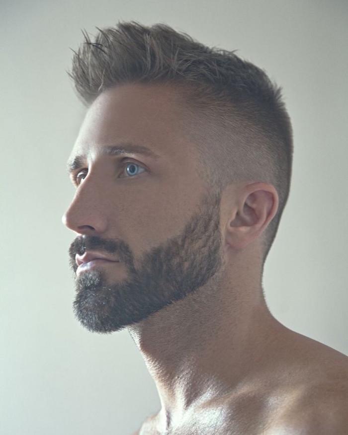 frisuren männer undercut, david beckham inspirierter look, mann mit blauen augen, übergangfrisur