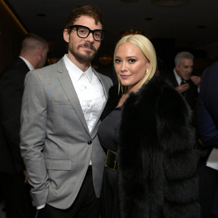 Matthew Koma mit Schnurrbart neben Hilary duff mit ihrem blonden Haar