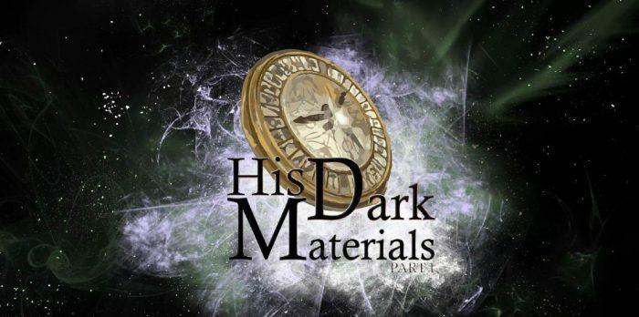 ein goldener Kompass, His Dark Materials, weißer Staub und schwarze Buchstaben