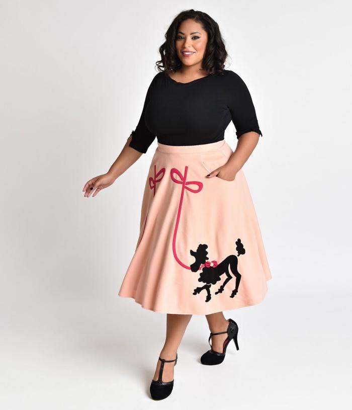 kleider große größen, rosa kleid, schwarze bluse mit langen ärmeln, sommer outfit damen, hund