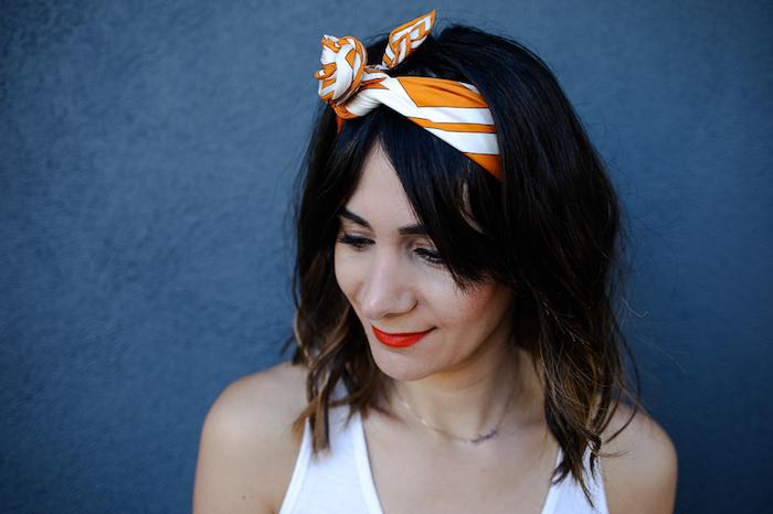 Kopftuch binden als Haarband, Bandana Frisuren für offene Haare, Ombre Haare, roter Lippenstift