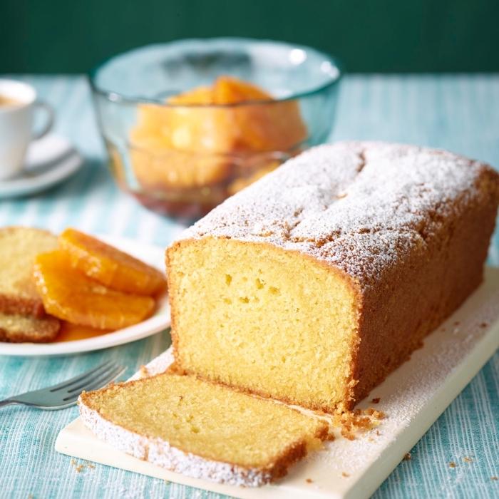 schneller kuchen mit früchten garniert mit puderzucker, kuchen glutenfrei bachen rezept, frühstücksideen