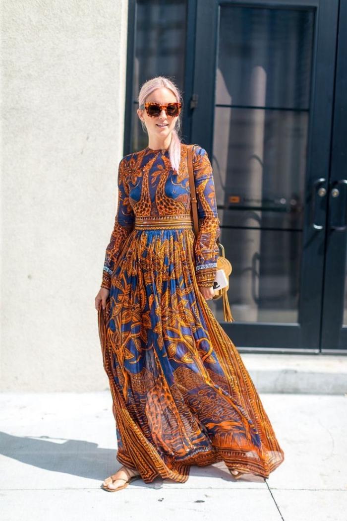 mode für frauen, langes kleid in orange und blau, sommetkleid mit langen ärmeln, große sonnenbirlle