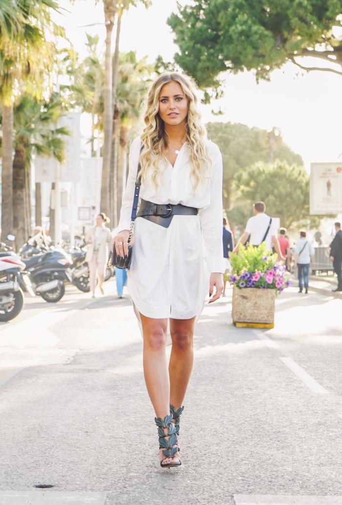 trendige outfits für damen, weißes hemdkleid, schwarzer gürtel, mode für frauen, frisur mit locken