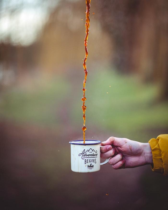 tumbl bilder mädchen, die abenteuer beginnen mit dem aufstehen und dem ersten kaffee