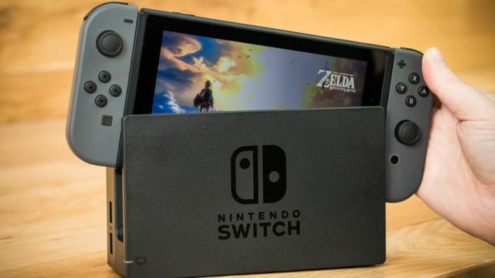 Nintendo Switch in grauer Farbe mit dem Spiel Legend of Zelda Breath of the Wild