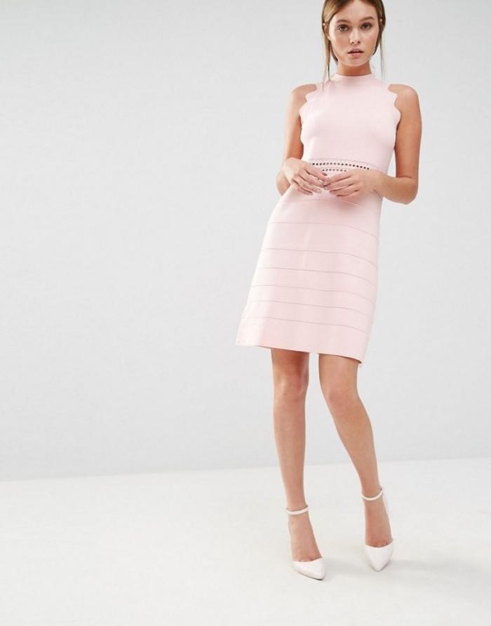 outfit hochzeit gast klein kleid, rosa etuikleid in kombination mit weißen schuhen, hochzeitsgast frau