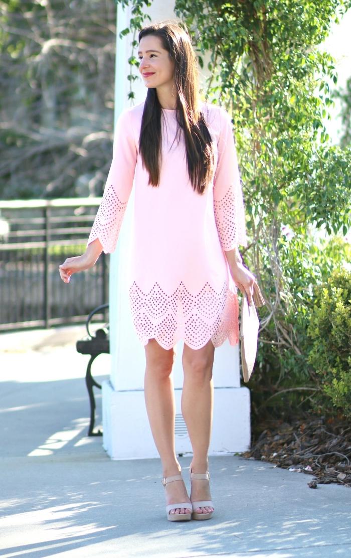 outfit hochzeit gast klein kleid, knielanger rosa kleid mit langen ärmeln, graue schuhe und tasche