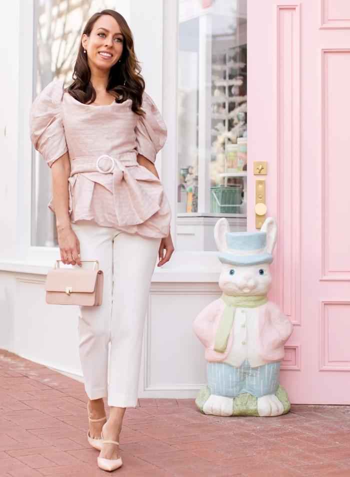 festliche outfits für frauen, outfit zusammenstellen, hellrosa bluse mit weiten ärmeln, weiße hose, kleine tasche
