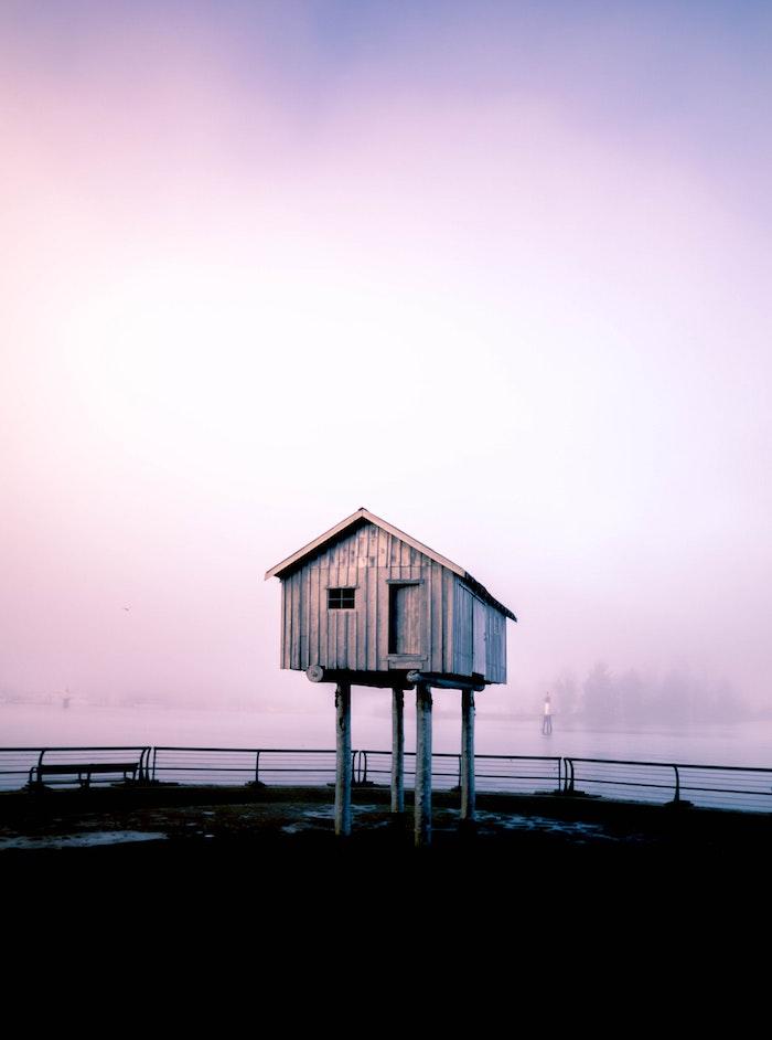 pinterest hintegründe, ein hochhaus mitten im nichts, lila, blau, ideen