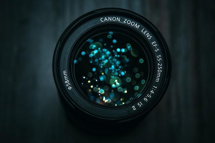 tumbl bilder mädchen, camera von aben gesehen, magisches glitter in dem kamera