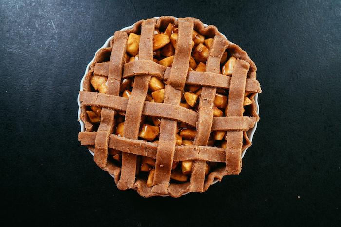 Gedeckten Apfelkuchen selber backen, schnelles Rezept zum Ausprobieren zu Weihnachten