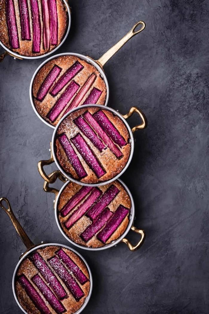 kleine kuchen mit rhabarber und mandeln, rezepte glutenfrei, nachtisch ideen, essen für gäste