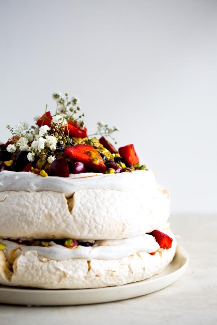 torte mit pistachio, früchten und safran, rezepte glutenfrei vegan, nachtisch ideen,