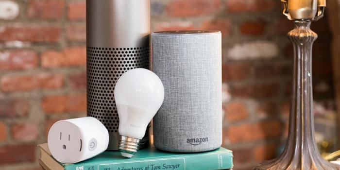 Smart Home, die Glühbirne, die Ihnen helfen das Licht in der Wohnung zu kontrollieren