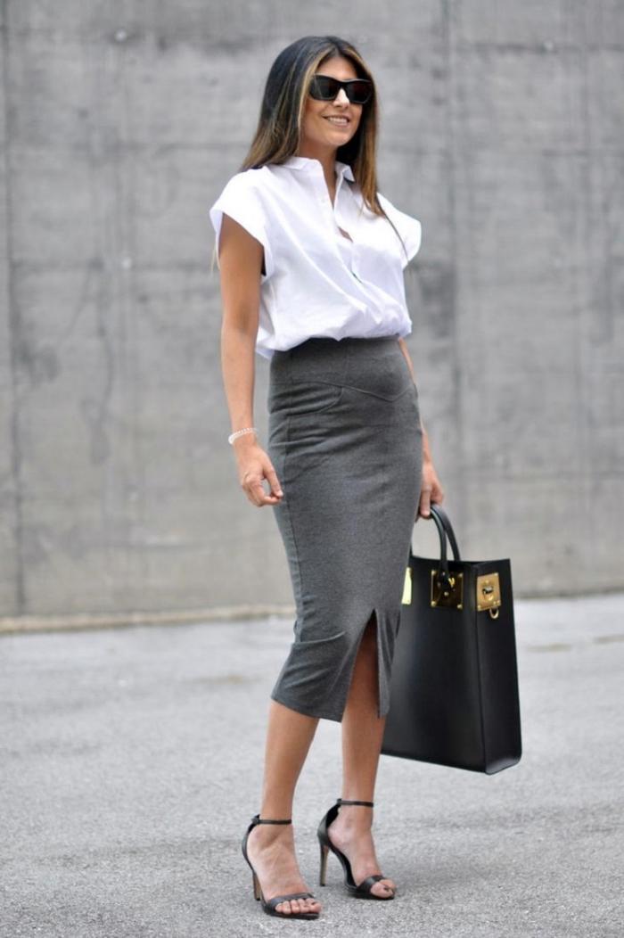 sommer outfit damen, business outfit für frauen ideen, weites weißes hemd, langer grauer rock, große schwarze tasche