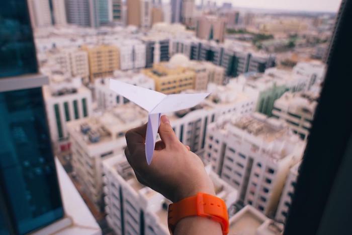 hintergrund tumblr, eine papierrakete über die stadt fliegen lassen, foto von der terrasse