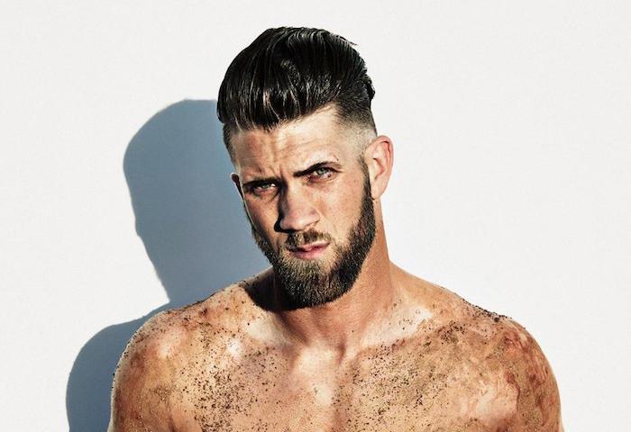 trendfrisuren 2019 männer, mann mit dunklen haaren und bart, trends