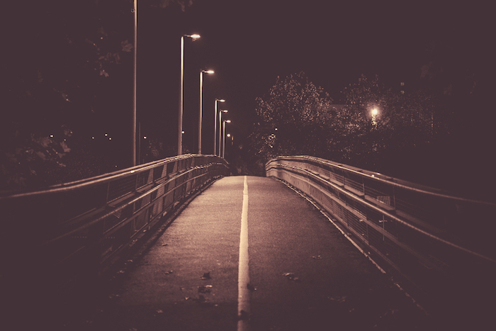 tumblr aesthetic wallpaper, foto am abend eine brücke als symbol des lebens