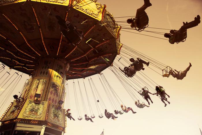 tumblr aesthetic wallpaper, ein spiel, zu zweit im karussell, spaß am leben haben
