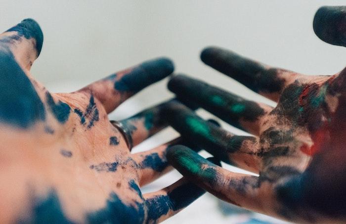 reddit tumblr, hände mit farbe beschmutzt. schöne ideen für fotos, holi feiern