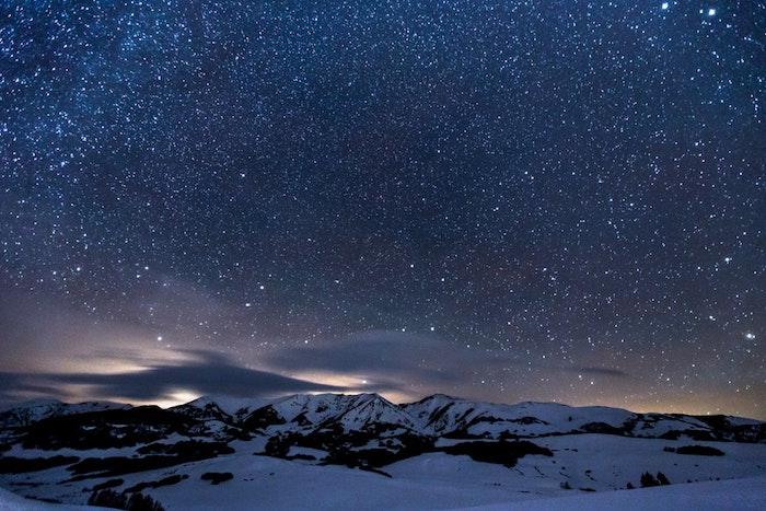 pinterest wallpaper, nacht bild von den sternen und vom himmel, idee zum inspirieren