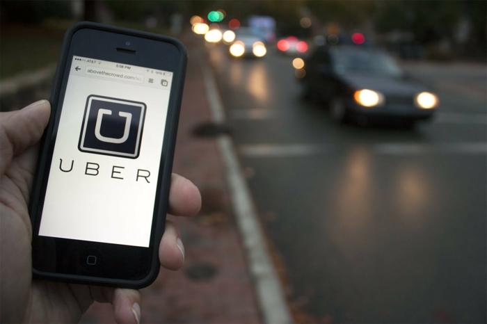 zu jeder Zeit können Sie eine Fahrt mit Uber App bestellen, nach anstrengerder Arbeitstag