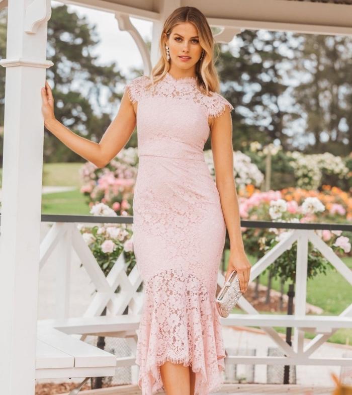 vintage kleider hochzeitsgaste, ellrosa kleid mit spitze, elegantes sommerkleid, strickkleid